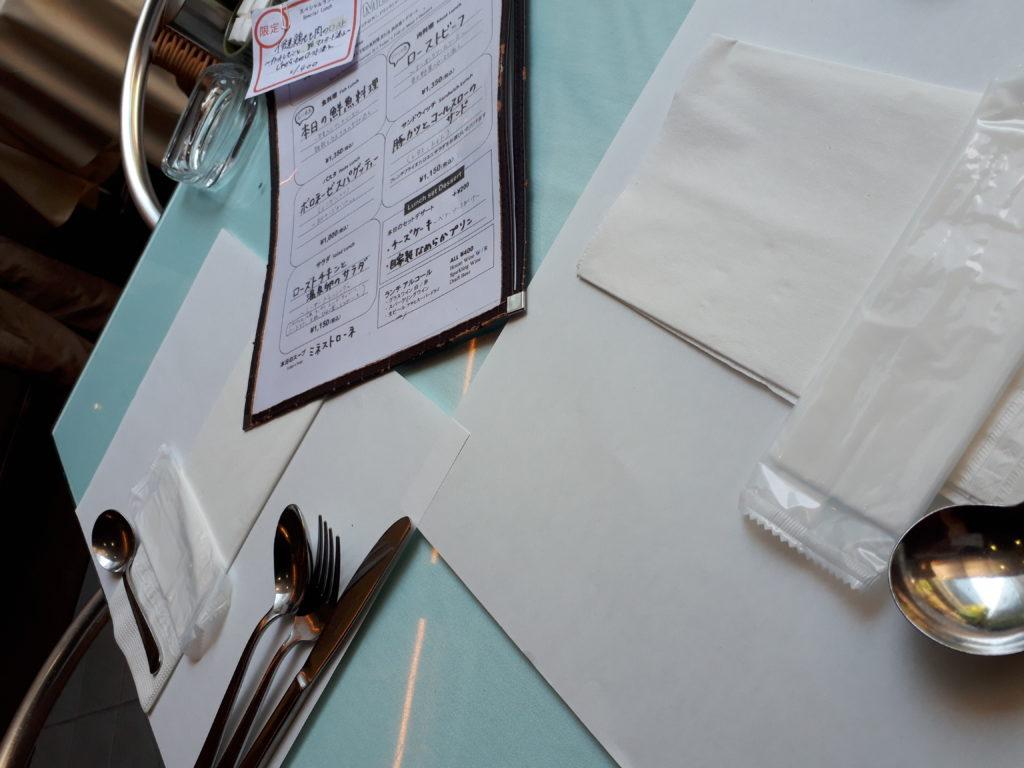 メニュー表とテーブルセット