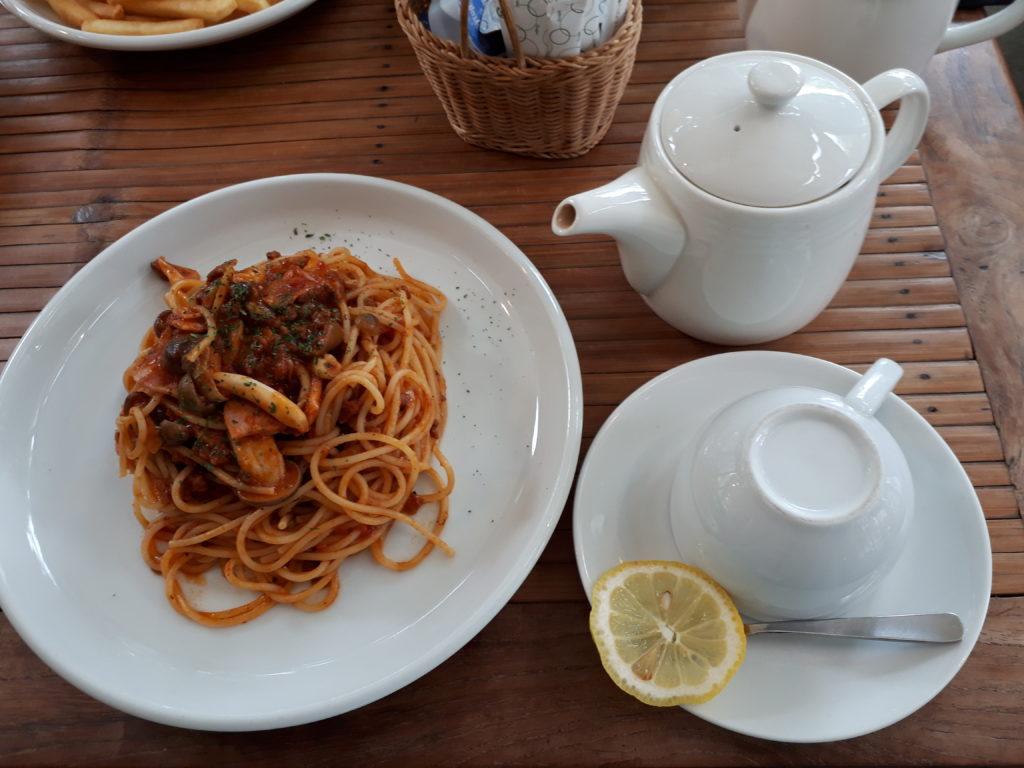 パスタと紅茶の写真