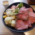 【外苑前】お肉ちゃん(おにくちゃん)で平日ランチ!たっぷりサラダと柔らかローストビーフに舌鼓!あったかいコーン茶にほっこりした昼下がり。