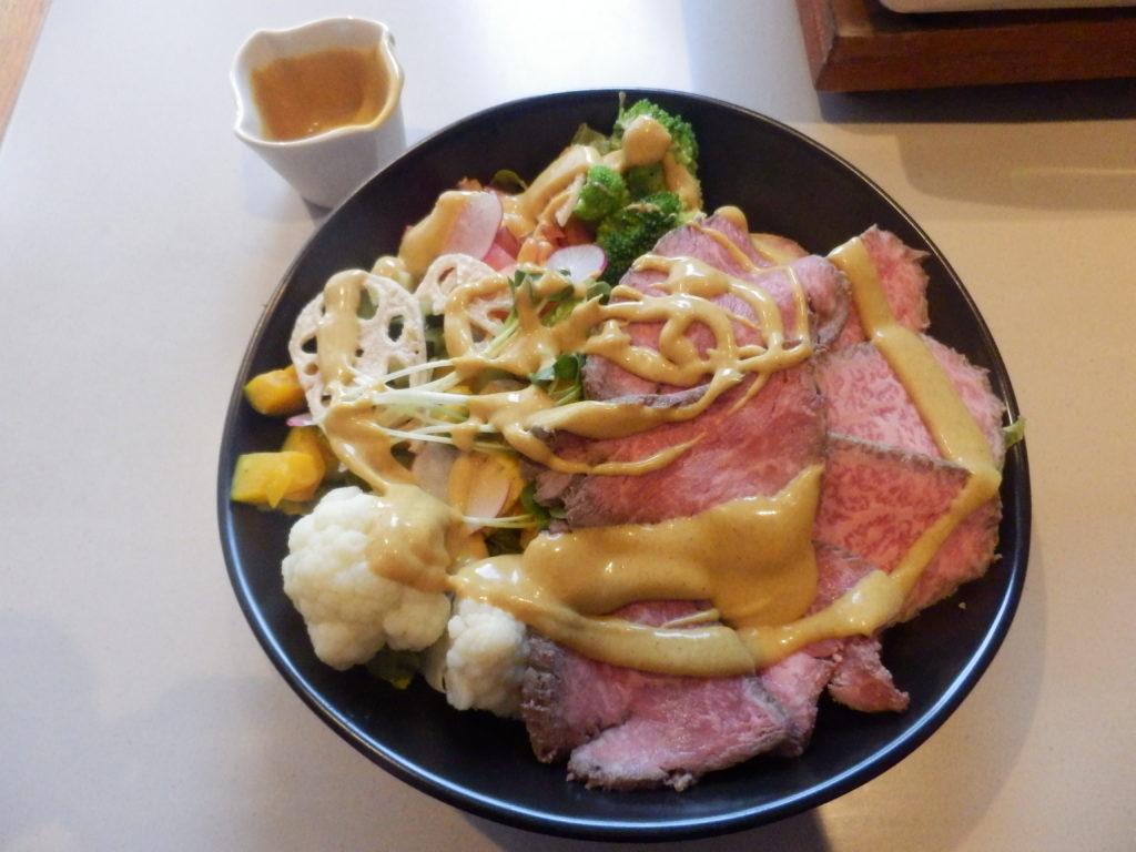 ローストビーフ丼 カレーソースあえ